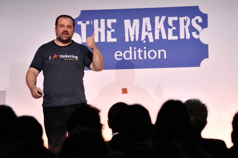 Massimo Banzi日前在MakerCon發表新款32位元Arduino Zero開發板(Source)