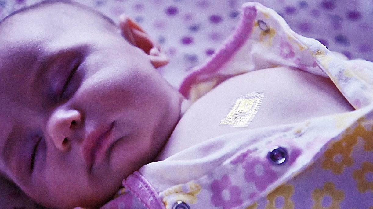 MC10的Biostamp貼片可用來量測孩童體溫。(Source:MC10)