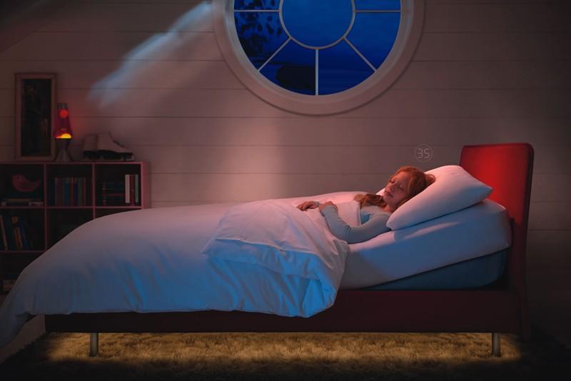 Sleep Number 兒童智慧床,能透過 App 控制床頭角度及燈光。