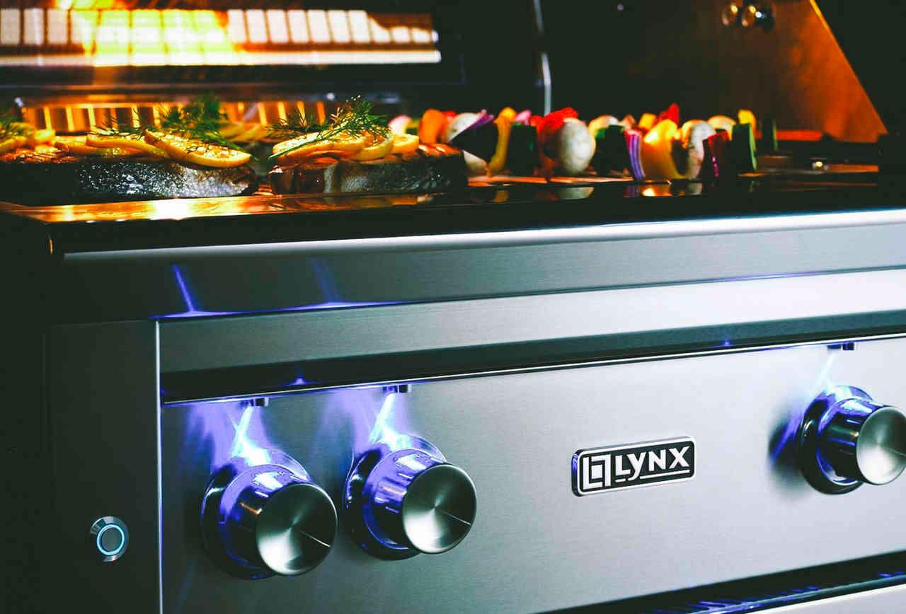 未來的家電都可能具有聯網與智慧功能(圖為今年在CES展示的Lynx智慧烤箱)。