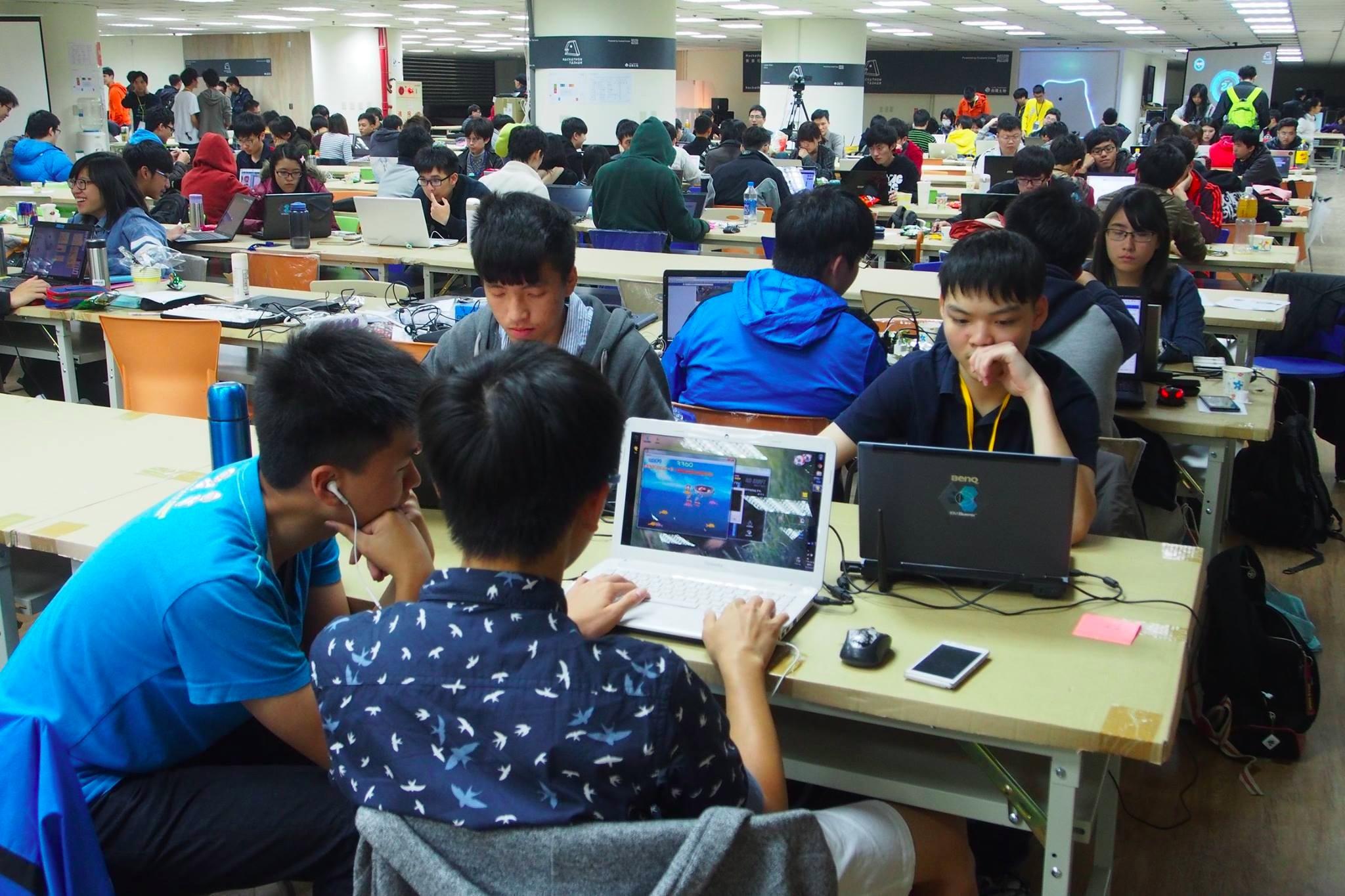 台開提供上千坪空間給Hackathon Taiwan,三週內搞定可以使用。