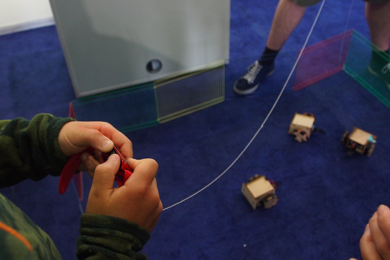 Pebble在Maker Faire Bay Area展出,可用來當搖控器(攝影:歐敏銓,2015/5/16)