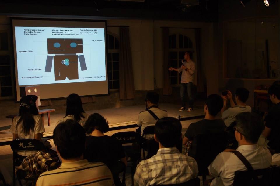 Humix是由IBM Maker Club團隊打造出來的智慧紙箱機器人,可以辨別語意好壞。