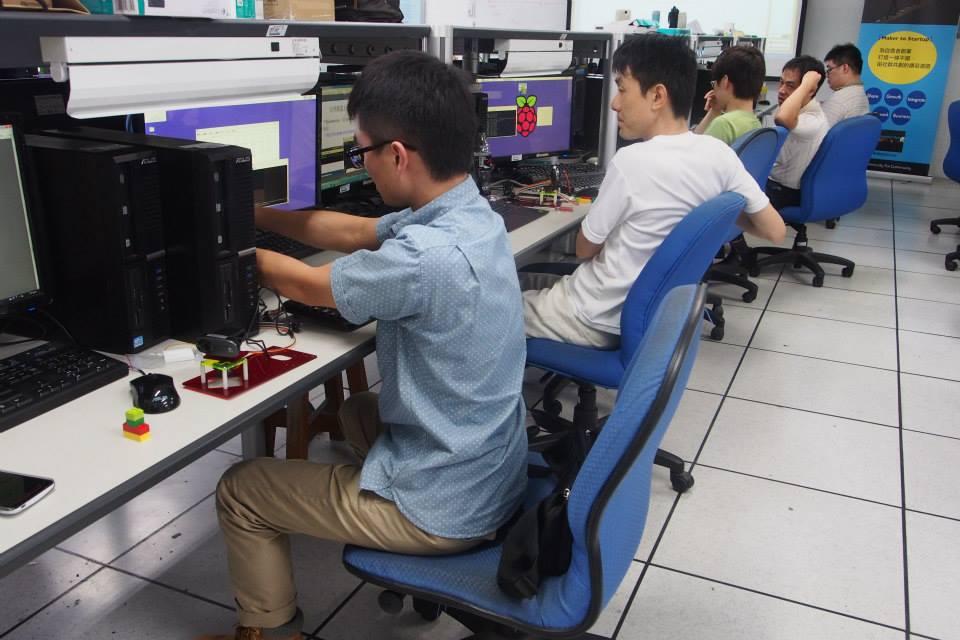 感謝北科大電子系提供豪華級的電腦教室。
