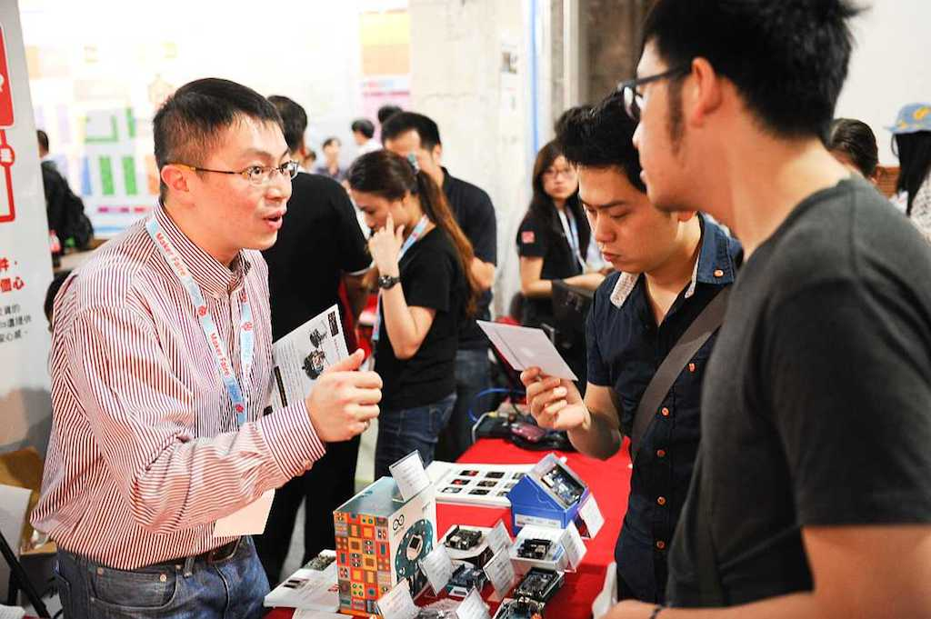 RS參加Maker Faire Taipei 2014,圖左為Eric(點圖回圖片來源)