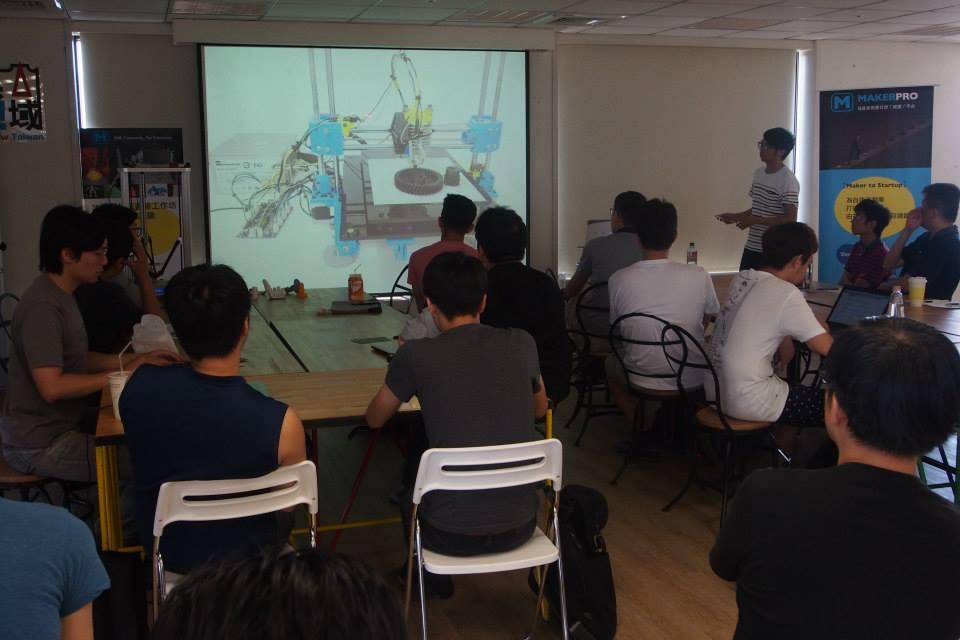 講師從3D Printer的結構基礎開始講解。