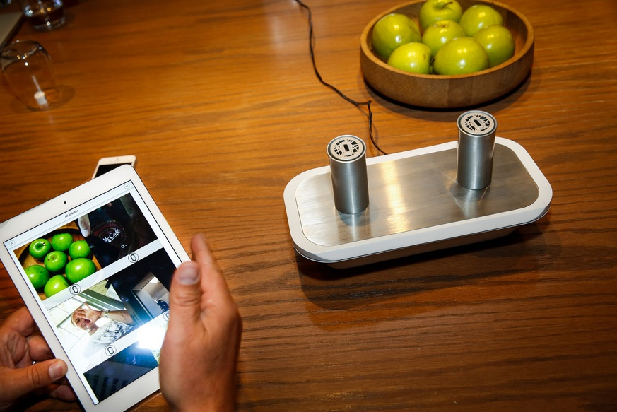 使用者可標記照片味道,並透過oPhone DUO裝置聞到味道。