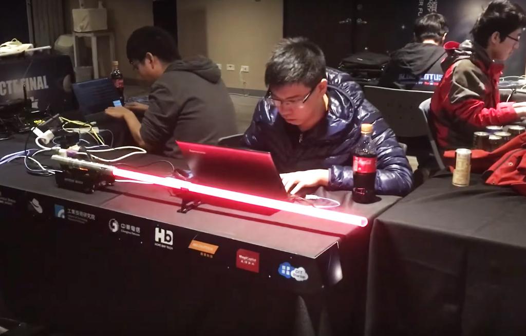 HITCON CTF競賽中用光劍效果將攻防得分具體化
