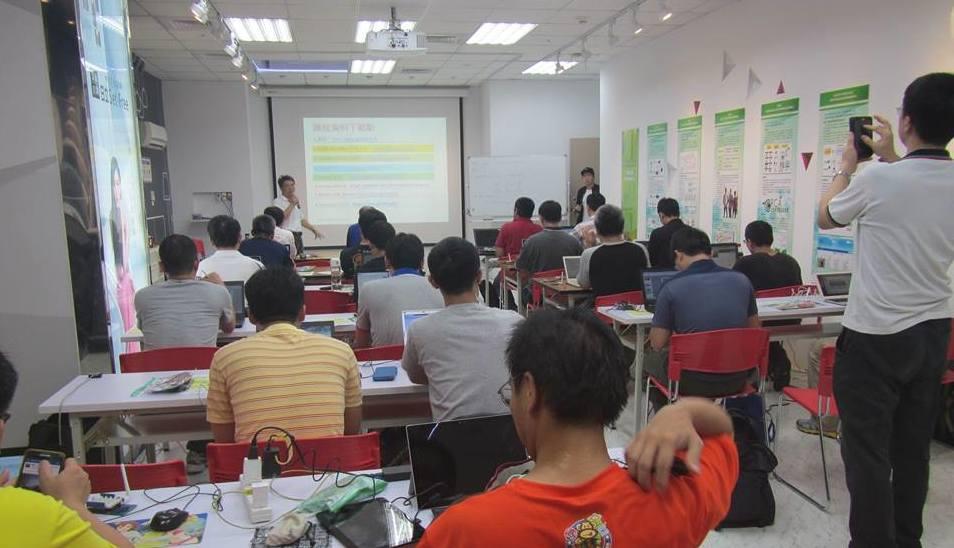 這次上課教室是北科大與日立產學合作的展示空間。