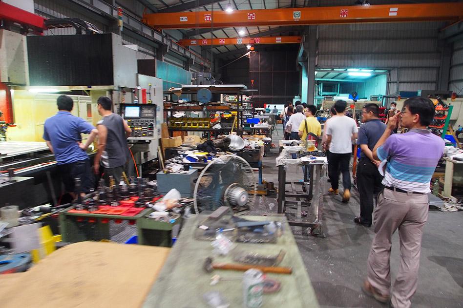各路英雄齊聚於鋼鐵人實作基地 - 新勝公司。