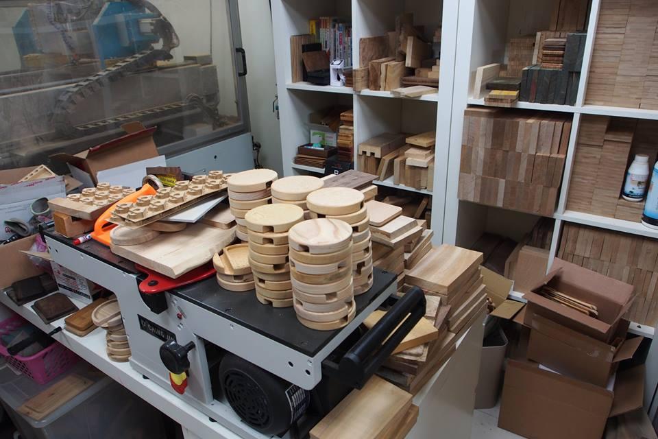 WKIDEA工作室的木料多是下腳料,但能轉化為精緻高價值的作品。(攝影:歐敏銓)