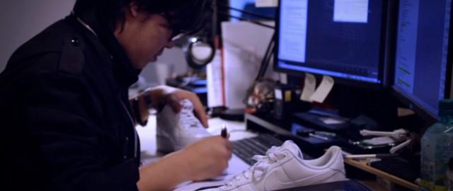 加入感應裝置的球鞋與地面接觸時,能創造出繽紛圖案