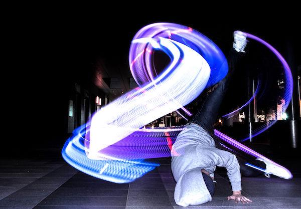 穿上LED鞋把心裡的情感直接用舞步表達出來吧!