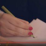 自製穿戴式裝置,讓帕金森氏設計師重新提筆寫字!