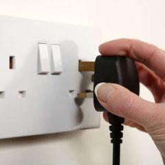 【實作實驗室】你家能插多少電!如何計算電容量?